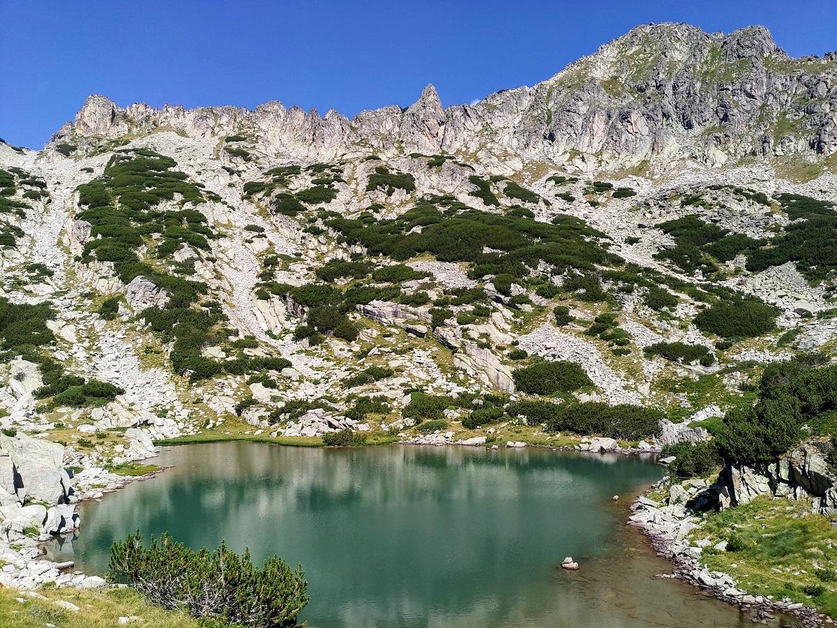 Едно от Самодивските езера с връх Дженгал