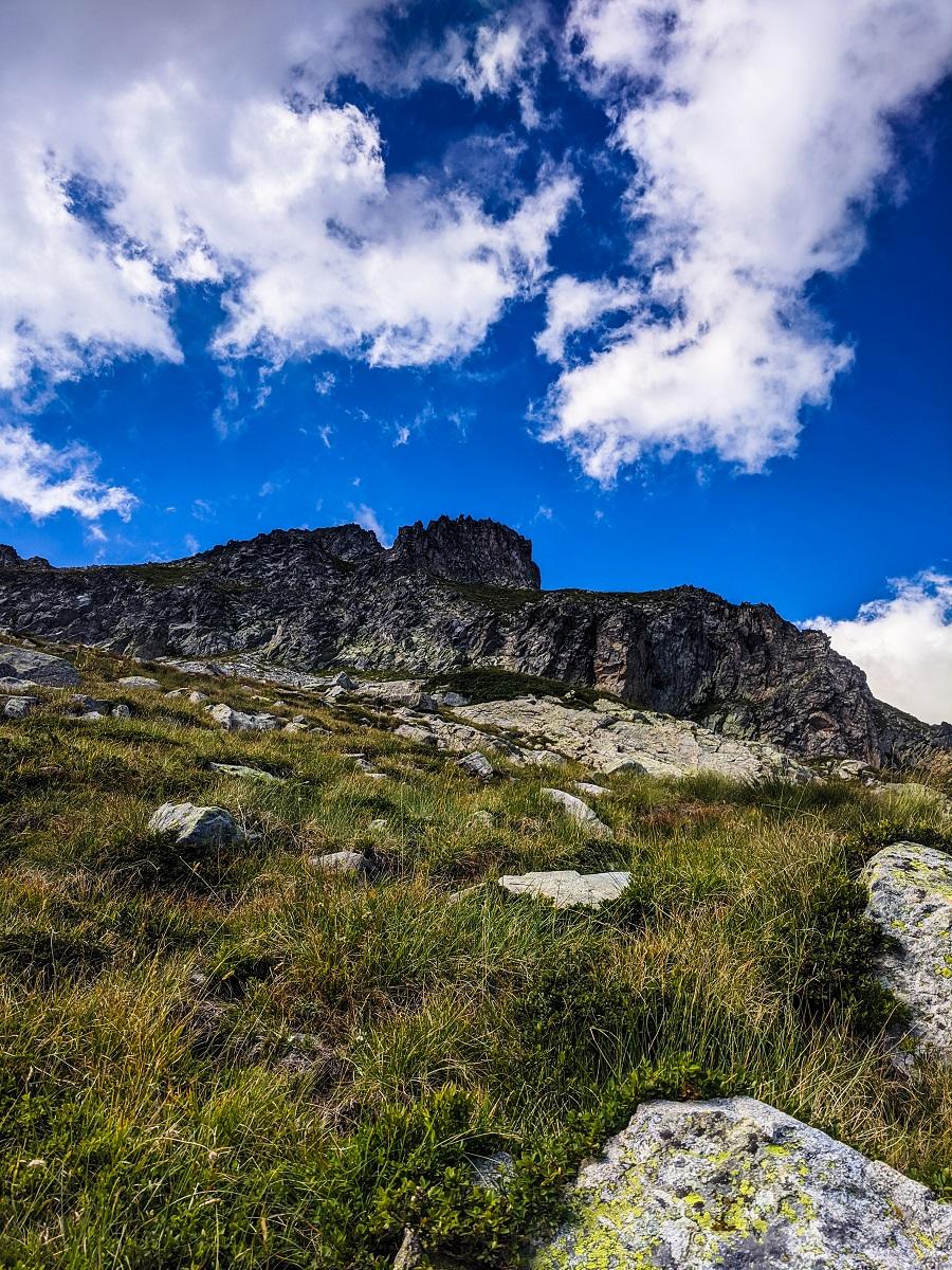 Ридът, водещ към Каменица, погледнат на слизане.